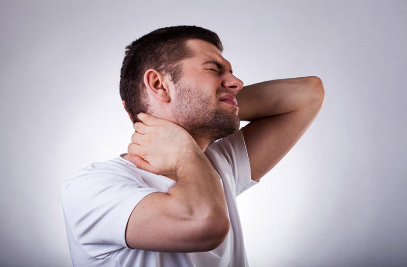 Le traitement ostéopathique soigne les torticolis